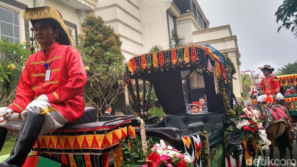 Foto: Ornamen Mandailing dan Bunga di Kereta Kencana Kahiyang-Bobby
