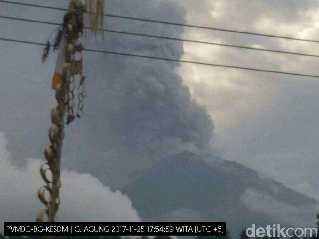Masyarakat Diimbau Tak Dekati Radius 6 Km dari Puncak Gunung Agung