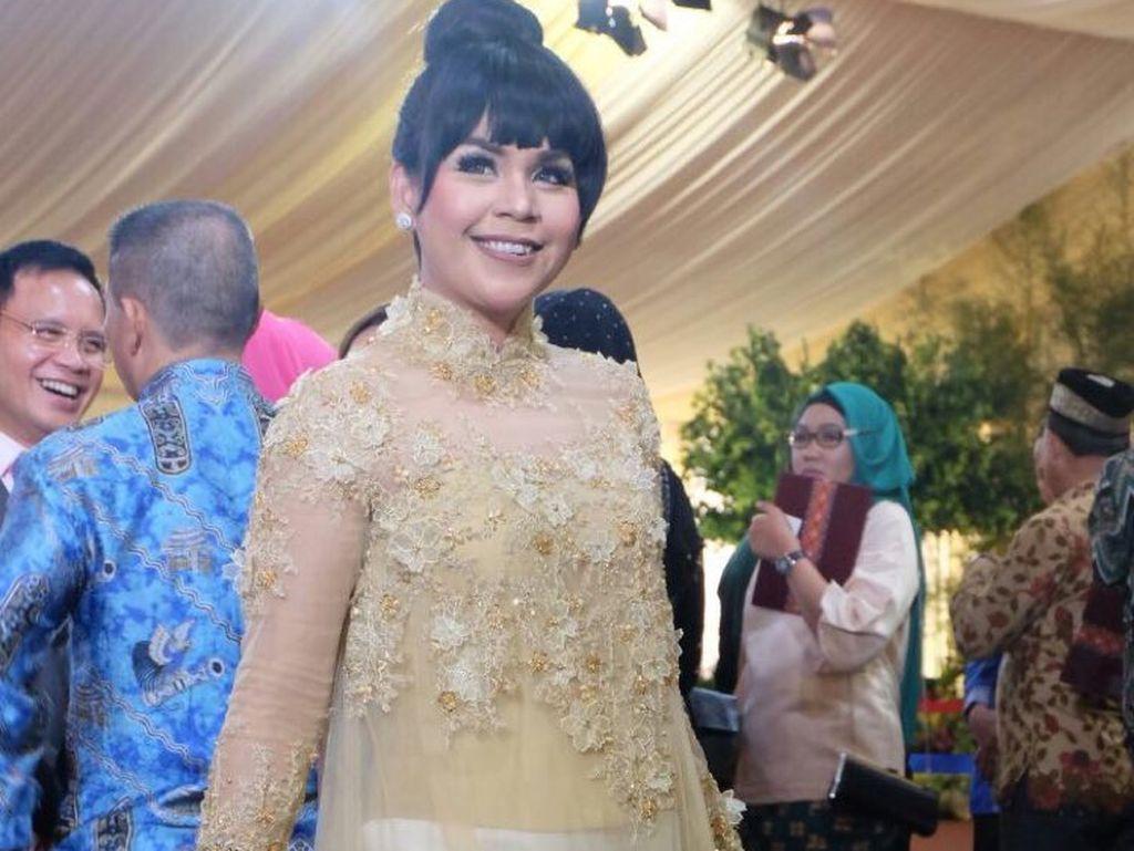 Foto: Adu Gaya Kebaya Selebriti di Pernikahan Kahiyang Ayu di Medan