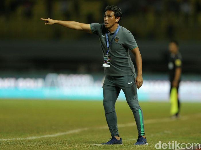 Pelatih timnas Indonesia, Bima Sakti. (Foto: Agung Pambudhy/detikSport)