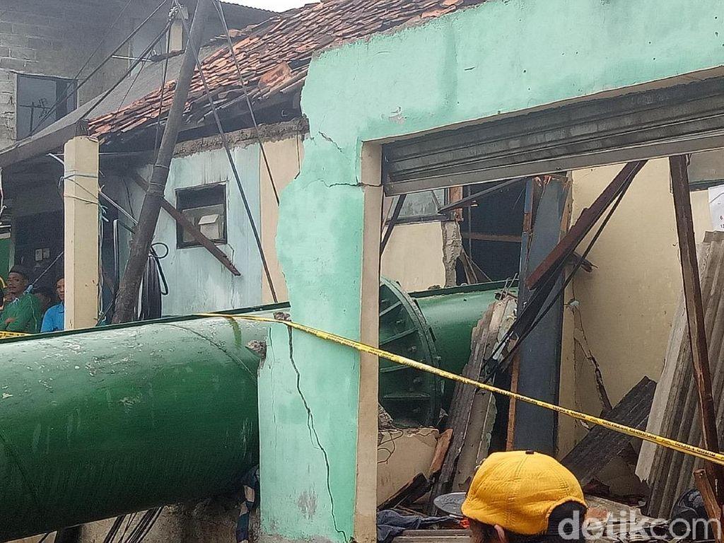 Tower BTS di Cipayung Sudah Dievakuasi, Material Tiang Diangkut