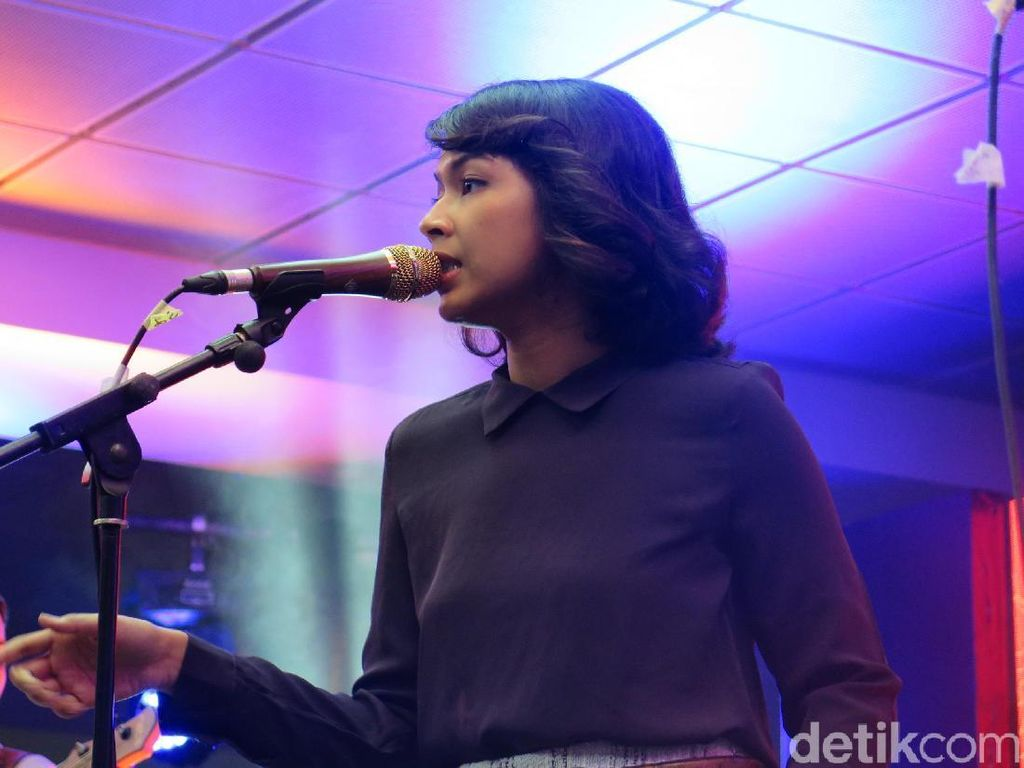 Vira Talisa Bawakan Lagu Baru di Jazz Goes To Campus 2017