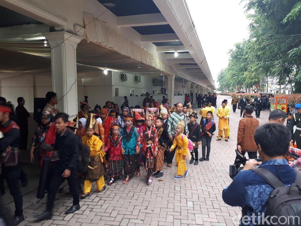Siswa SD Berbusana Adat akan Sambut Kirab Kahiyang-Bobby di Medan