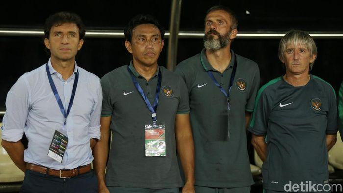 PSSI menunjuk Bima Sakti sebagai pelatih sementara timnas U-19, menempati posisi yang sebelumnya ditempati oleh Indra Sjafri.