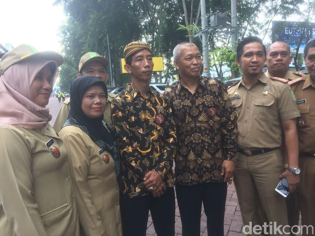 Jokowi Jadi Sasaran Selfie Pejabat Daerah Medan