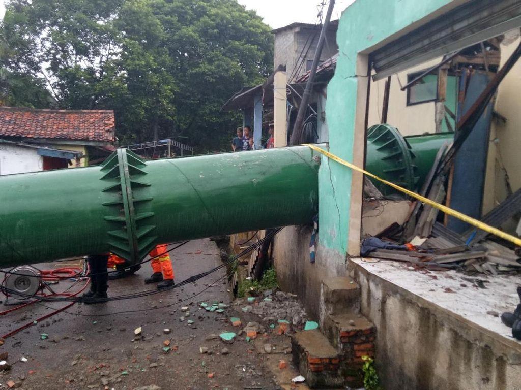 Lokasi Tower BTS yang Roboh di Cipayung Dipasang Garis Polisi
