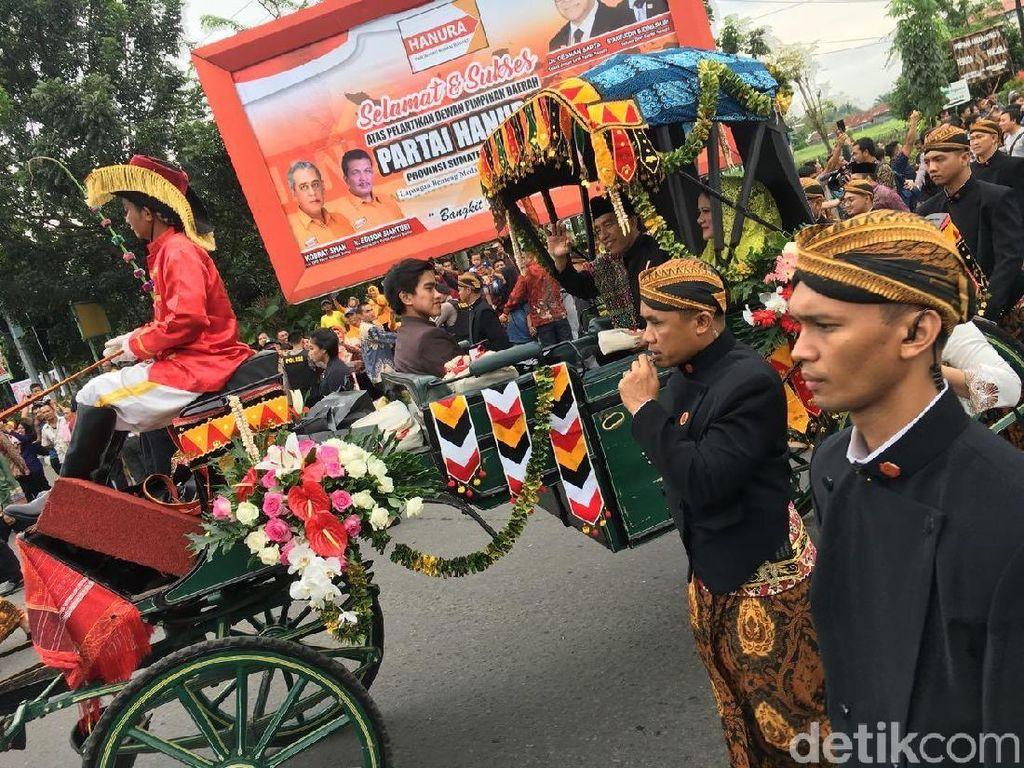 Di Medan, Paspampres Tetap Berbeskap saat Kawal Kirab Kahiyang-Bobby