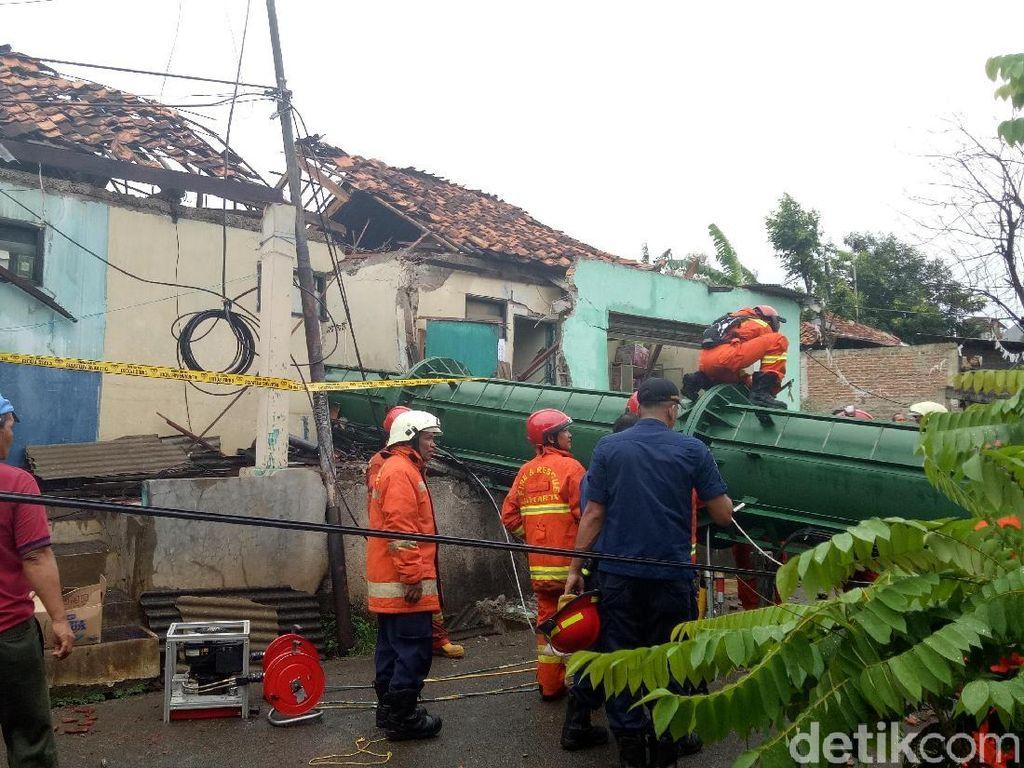 Rusak Parah, Begini Kondisi Rumah yang Tertimpa Tower BTS di Cipayung