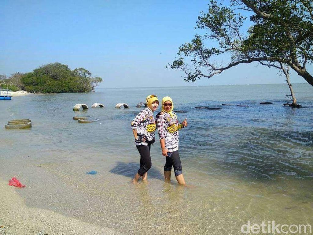 5 Keunikan Pantai Kutang Tuban di Lamongan