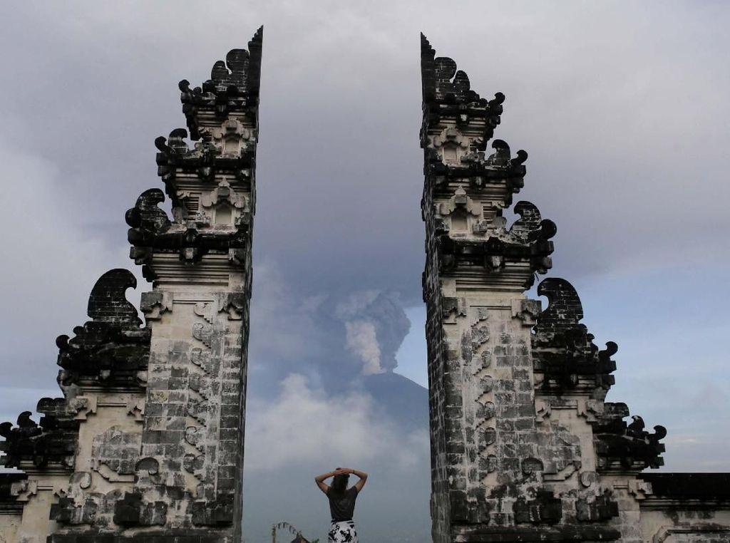 Naik Turun Status Gunung Agung dan Bukti dari Jokowi bahwa Bali Aman