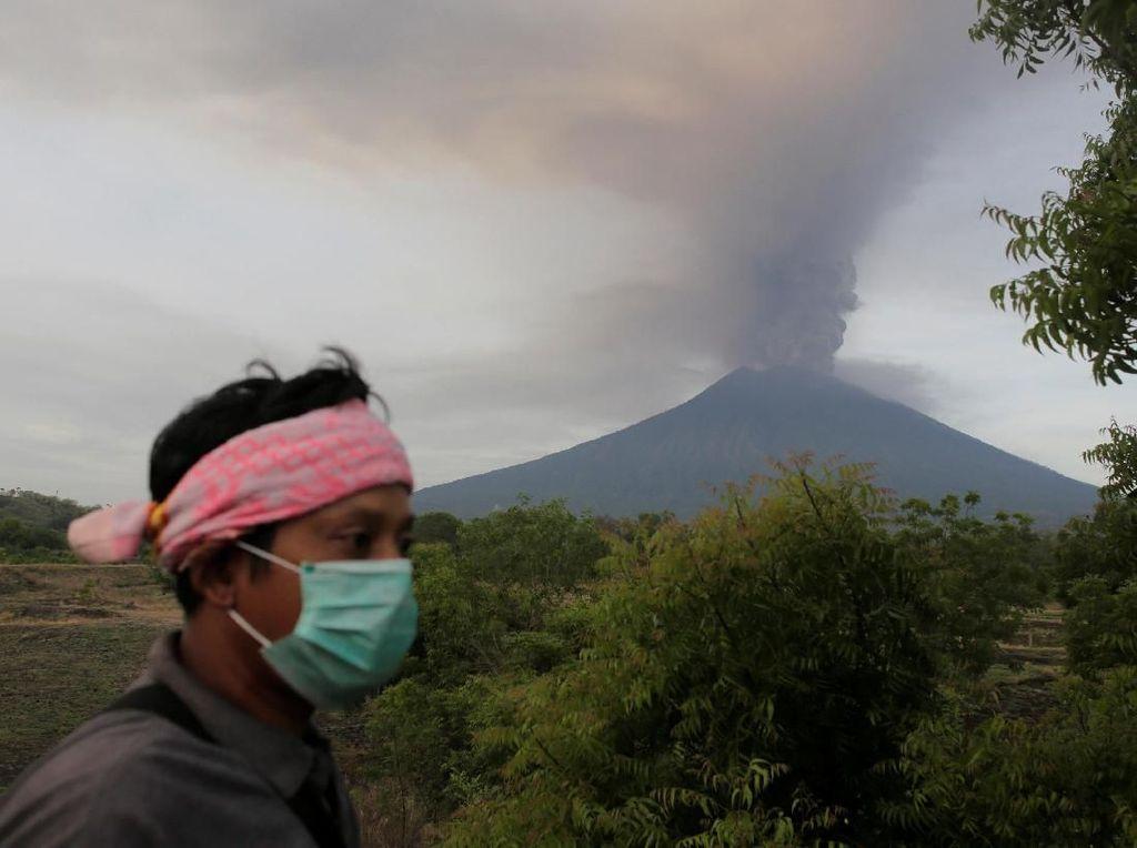 Gunung Agung Erupsi, Kemensos Siapkan 500 Ribu Masker