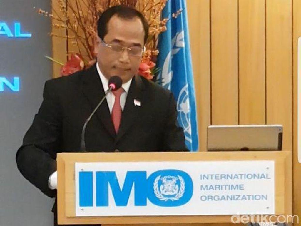 Menhub Serahkan Piagam Ratifikasi Keselamatan Pelayaran ke IMO