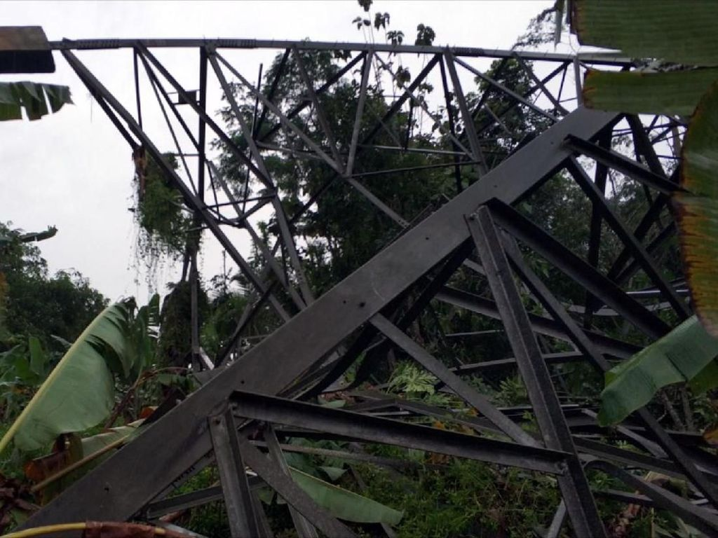 SUTET Roboh di Sukabumi, PLN Upayakan Listrik Normal Minggu Depan