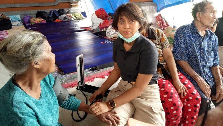 pengungsi-gunung-agung-mulai-keluhkan-beberapa-penyakit