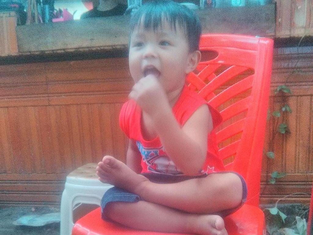 Alif, Bocah 2 Tahun yang Hobi Makan Biji Kopi