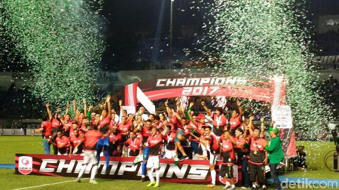 Persebaya Surabaya merayakan gelar juara Liga 2. (Mochamad Solehudin/detikSport)