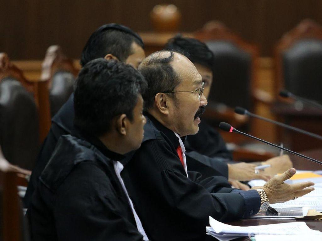 Pengacara Bacakan Gugatan Novanto Soal Imunitas dan Cekal di MK