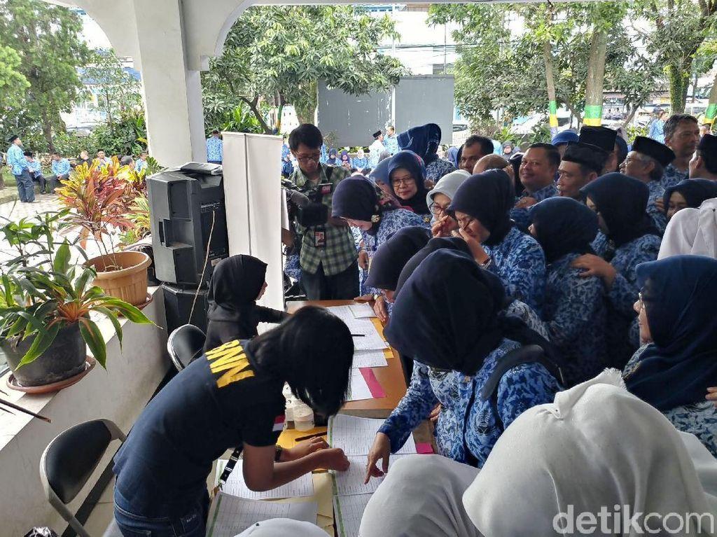300 Pegawai Disdik dan Guru Kota Bandung Dites Urin Mendadak