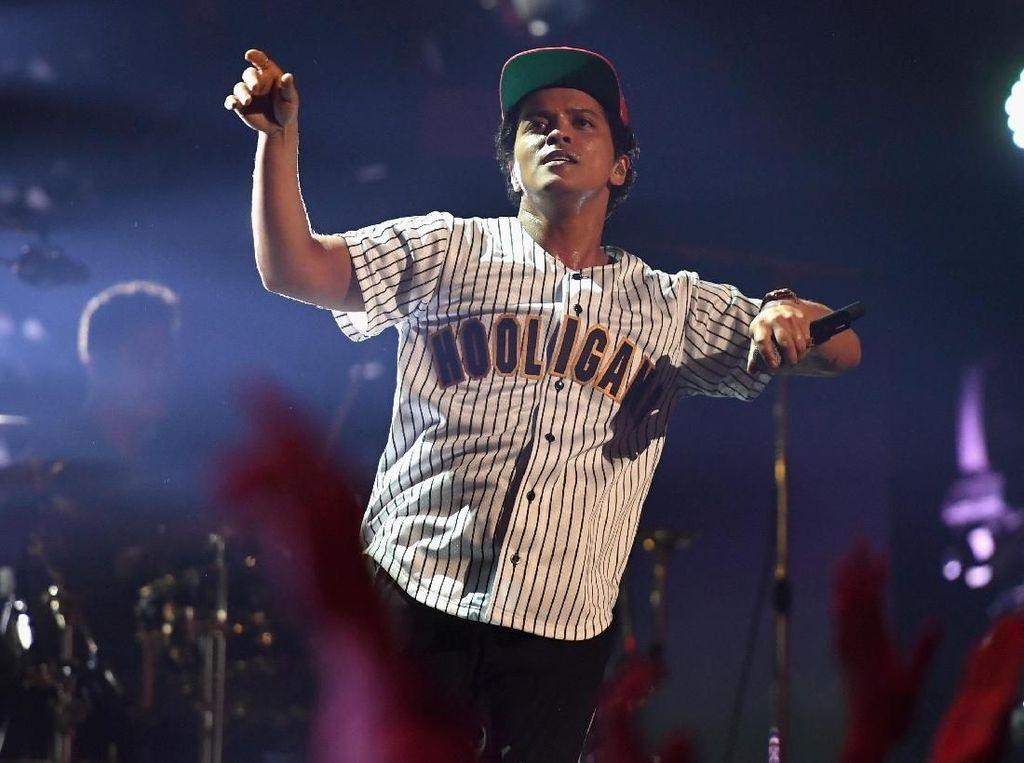 Bruno Mars Ngamuk Lagunya di Daftar Berlirik Cabul, Sidang Ratna Sarumpaet