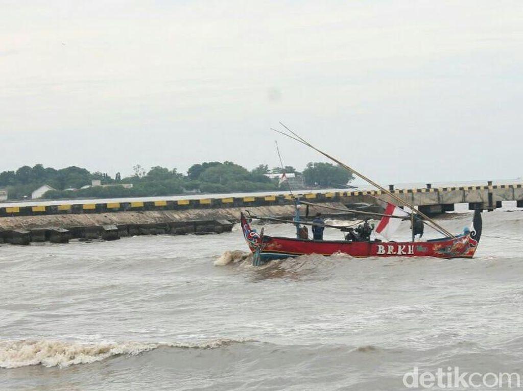 Gelombang Tinggi, Nelayan Jepara Melaut Tak Lebih Dari 3 Mil