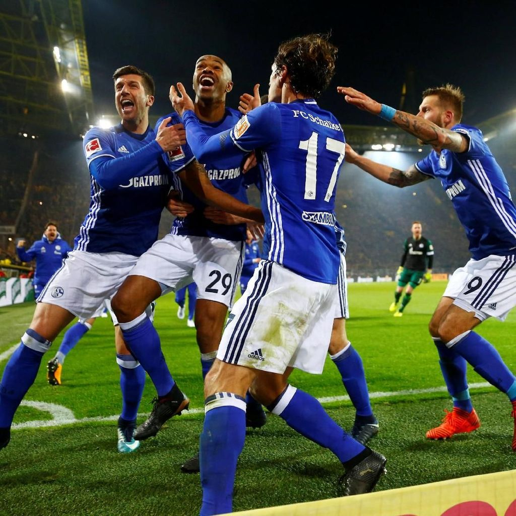 Kaus Spesial untuk Rayakan Comeback Schalke di Derby Ruhr
