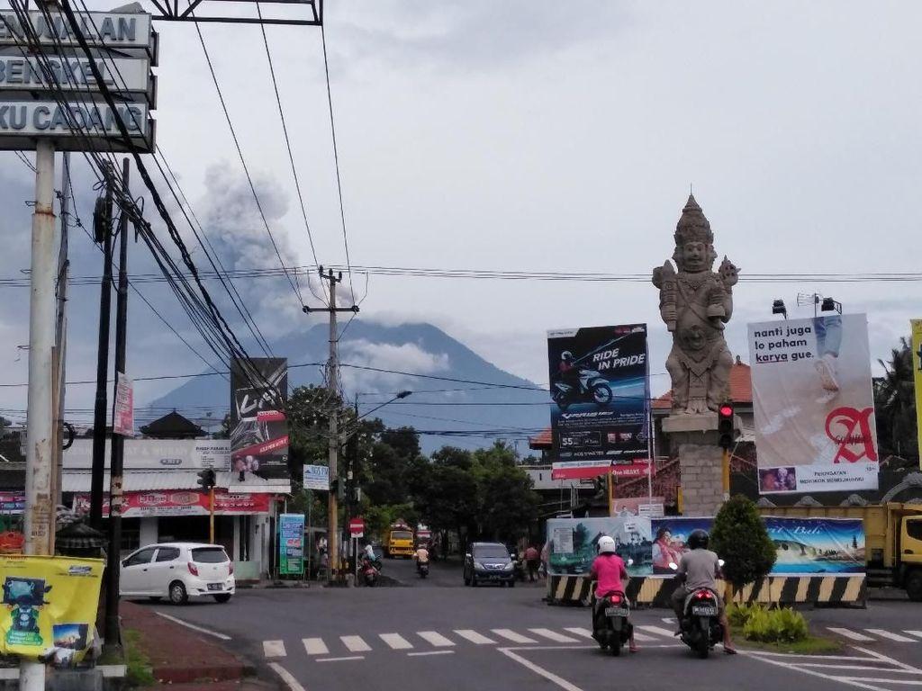Foto: Aktivitas Gunung Agung dan Warga Bali Pagi Ini