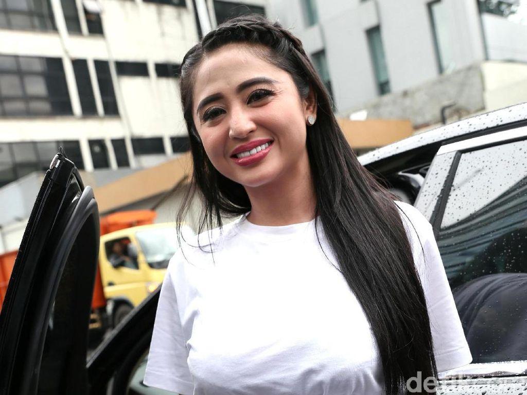 Bakal Jenguk Saipul Jamil, Dewi Persik Siap Bawakan Jengkol dan Uang