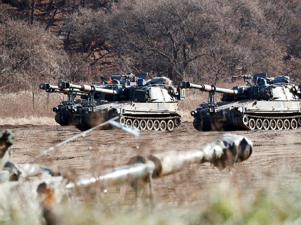 Foto: Korut Luncurkan Rudal, Korsel Gelar Latihan Militer di Perbatasan