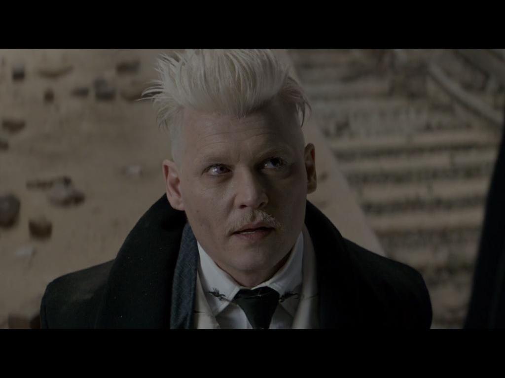 J.K. Rowling Bela Jhonny Depp untuk Audisi Sekuel Fantastic Beasts