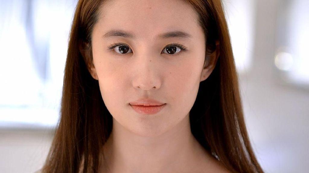 Foto: Si Cantik Liu Yifei, Aktris China yang Akan Perankan Live-Action Mulan