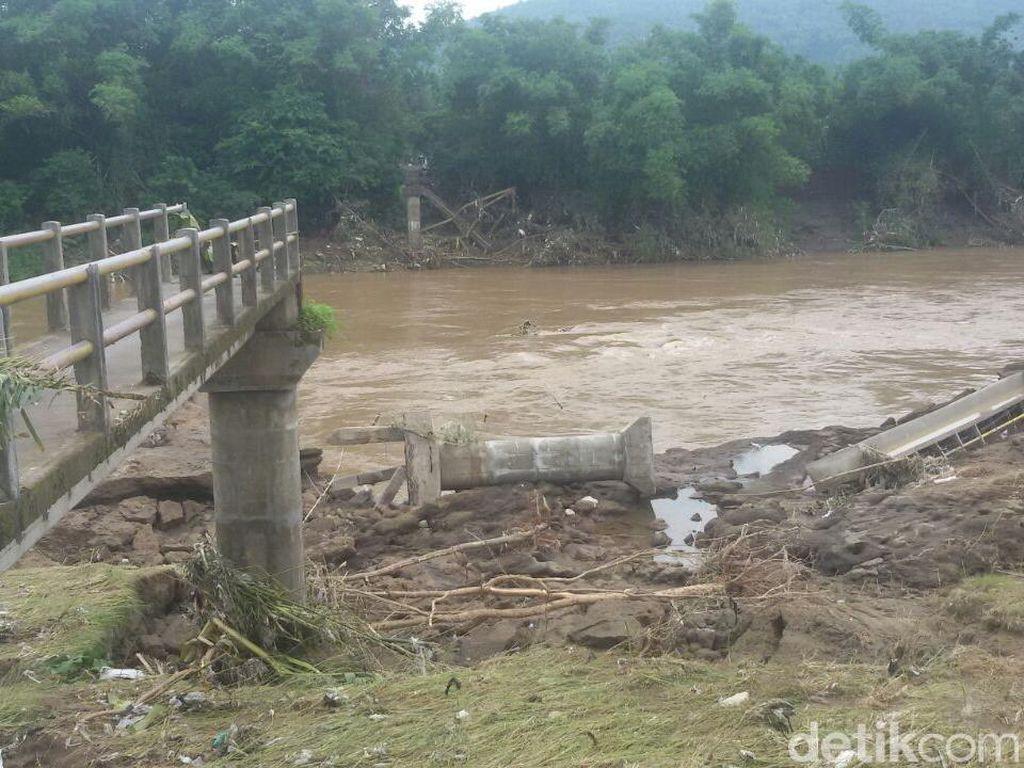 Foto: Penampakan Jembatan Putus karena Banjir di Bantul