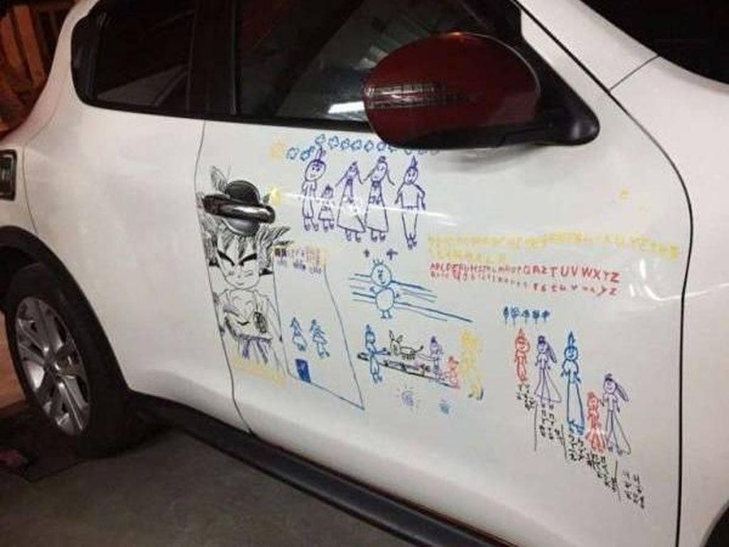 So Sweet, Ayah Ini Rela Mobilnya Dicoret-coret Demi Anak