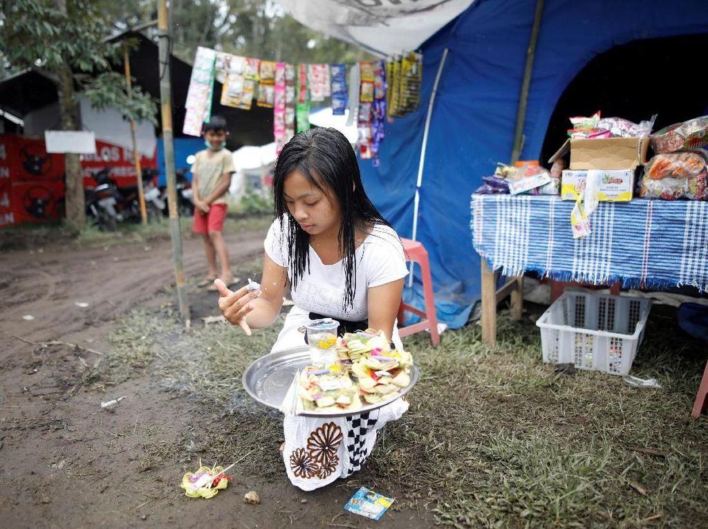 Melihat Keseharian Pengungsi Gunung Agung