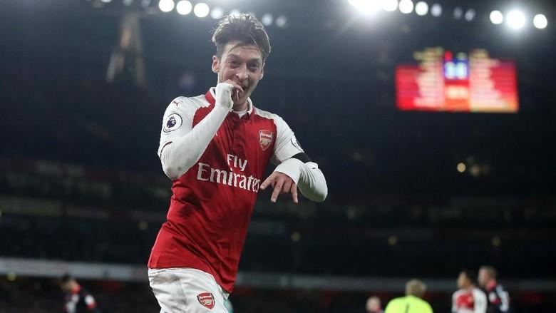 Arsenal Bikin Oezil Lebih Mentereng