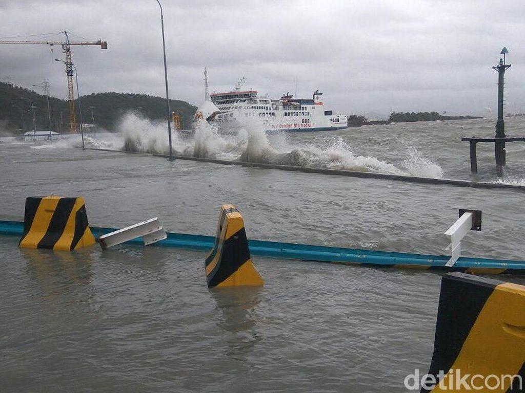 Cuaca Buruk, 2 Rute Pelayaran di Kupang Ditunda