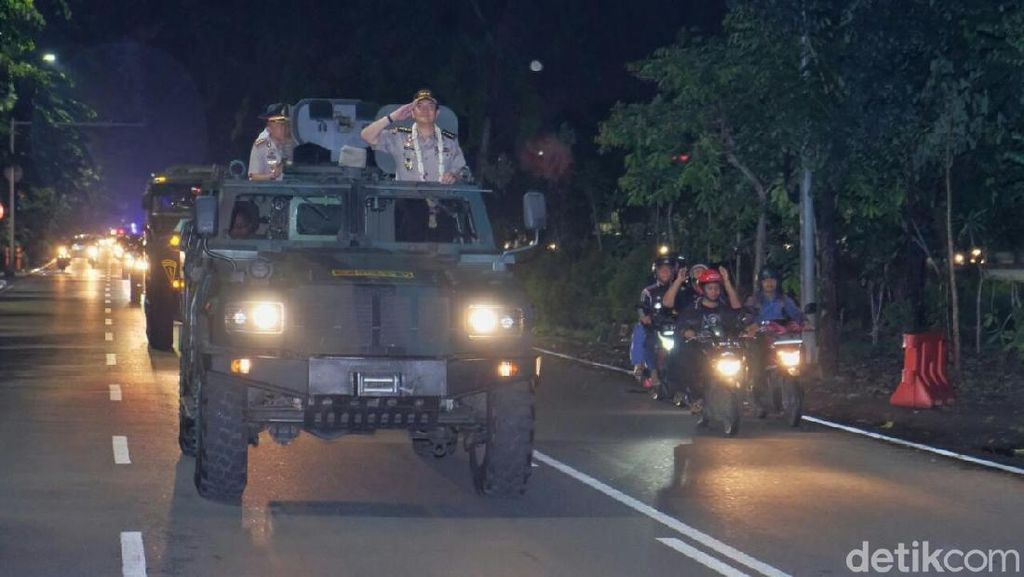 Foto: Keren, Ini Cara TNI Lepas Kapolrestabes Surabaya