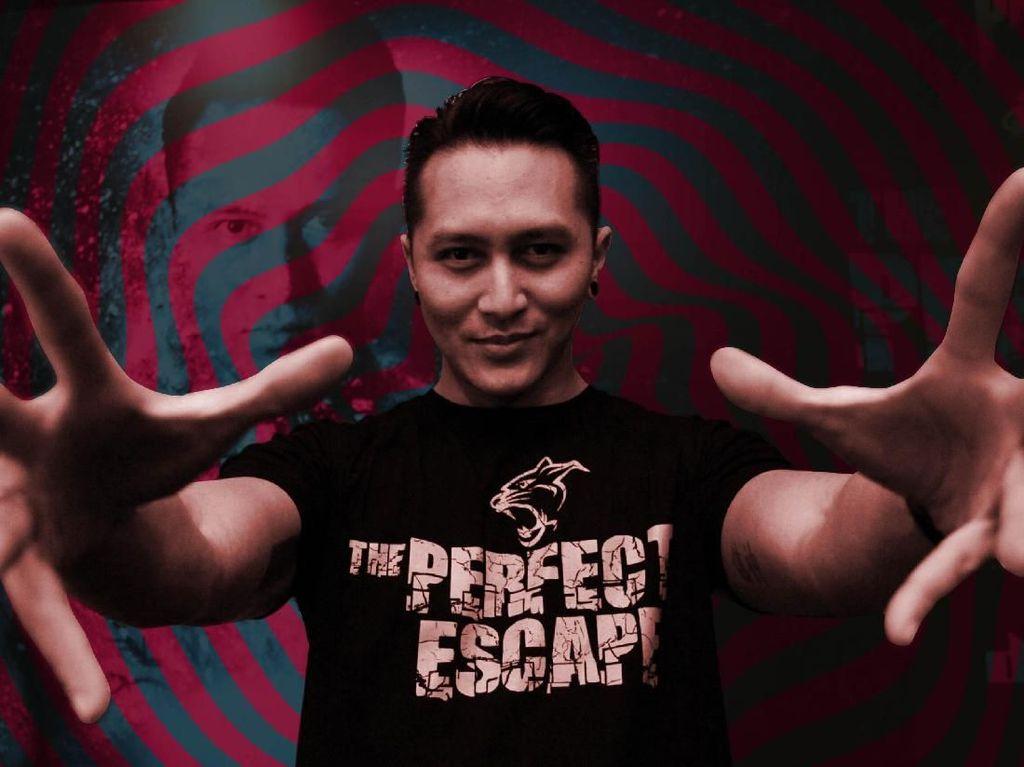 Bondan Winarno Dikremasi, Stuntman Damien Alami Kecelakaan Panggung