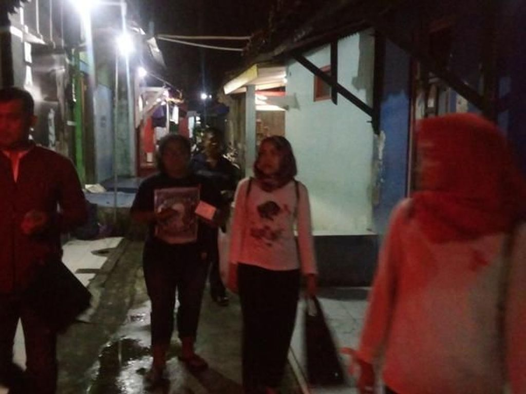 Peringati Hari AIDS, Relawan Bagikan Kondom di Resos Tegal Panas Semarang