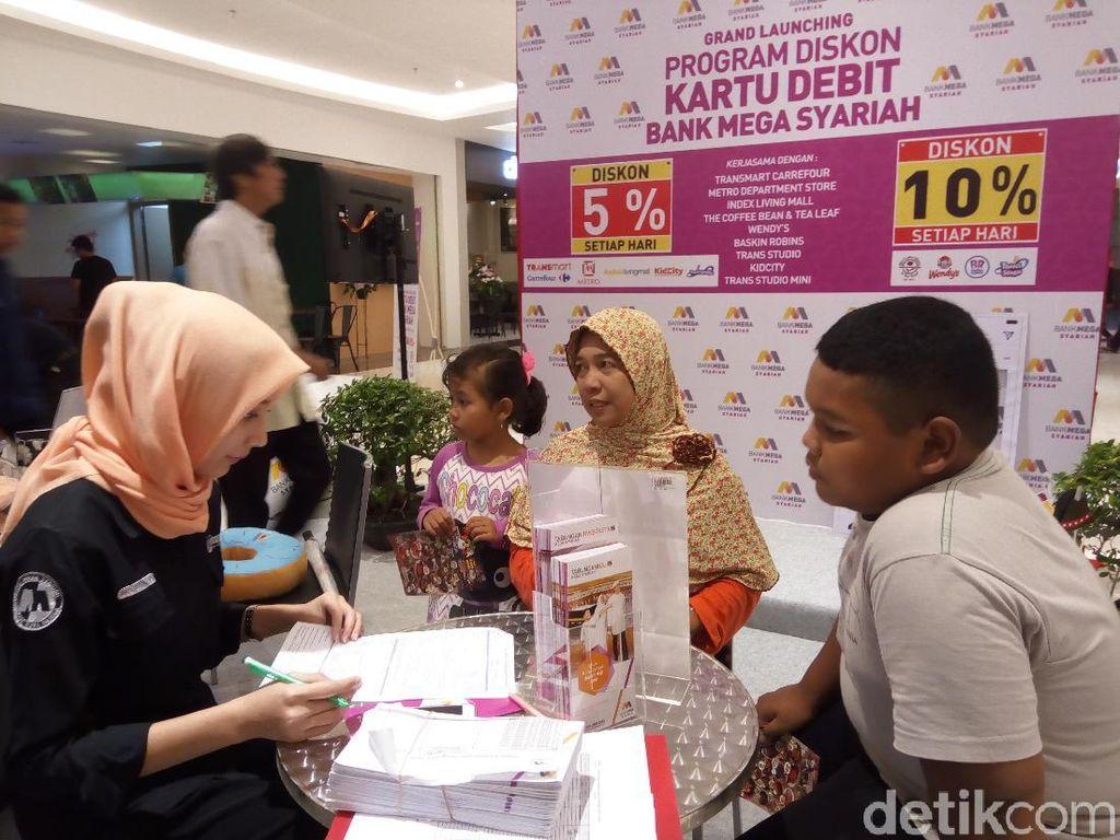 Dekati Masyarakat, Bank Mega Syariah Hadir di Transmart Sukoharjo
