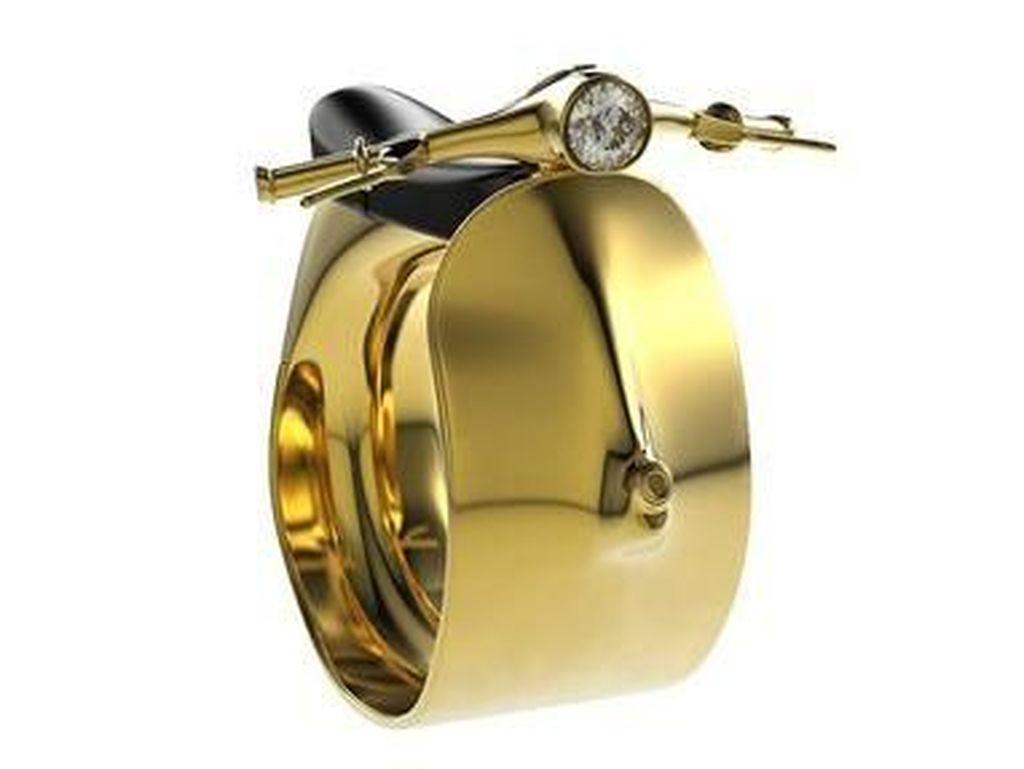 Cincin Emas Buat Pencinta Vespa