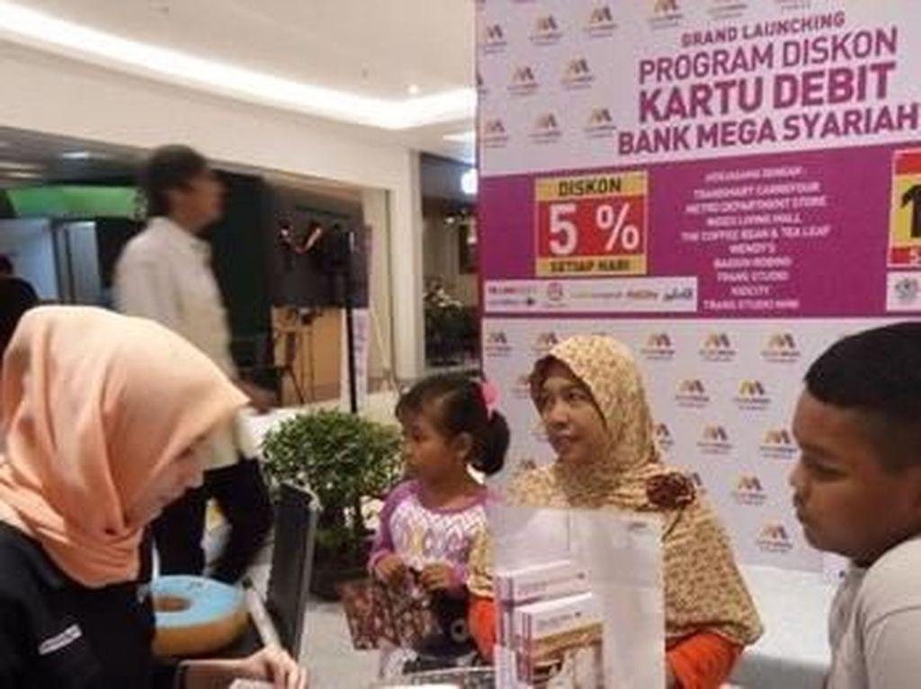 Sederet Keuntungan Pakai Kartu Debit Bank Mega Syariah