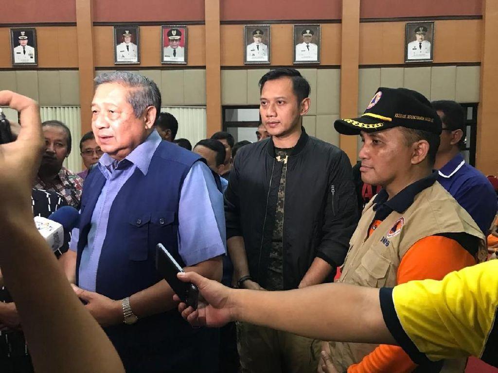 Aksi SBY Sambangi Korban Banjir Pacitan Bersama AHY dan Ibas