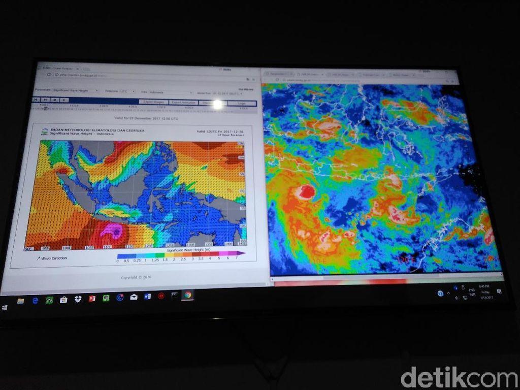Siklon Dahlia Melemah di Pulau Jawa Tapi Masih Kuat di Sumatra