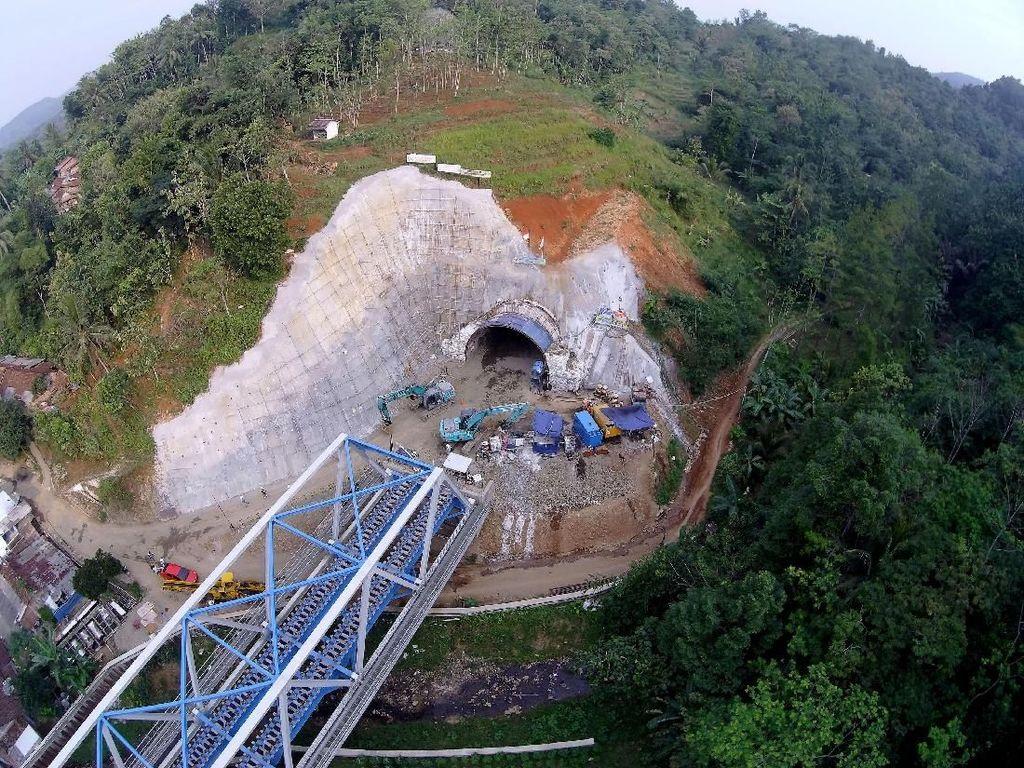 Foto: Yuk, Lihat Proyek Terowongan Double Track Pertama di RI