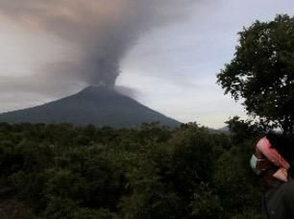 Gunung Agung Erupsi, STP Nusa Dua Bali Turun Tangan