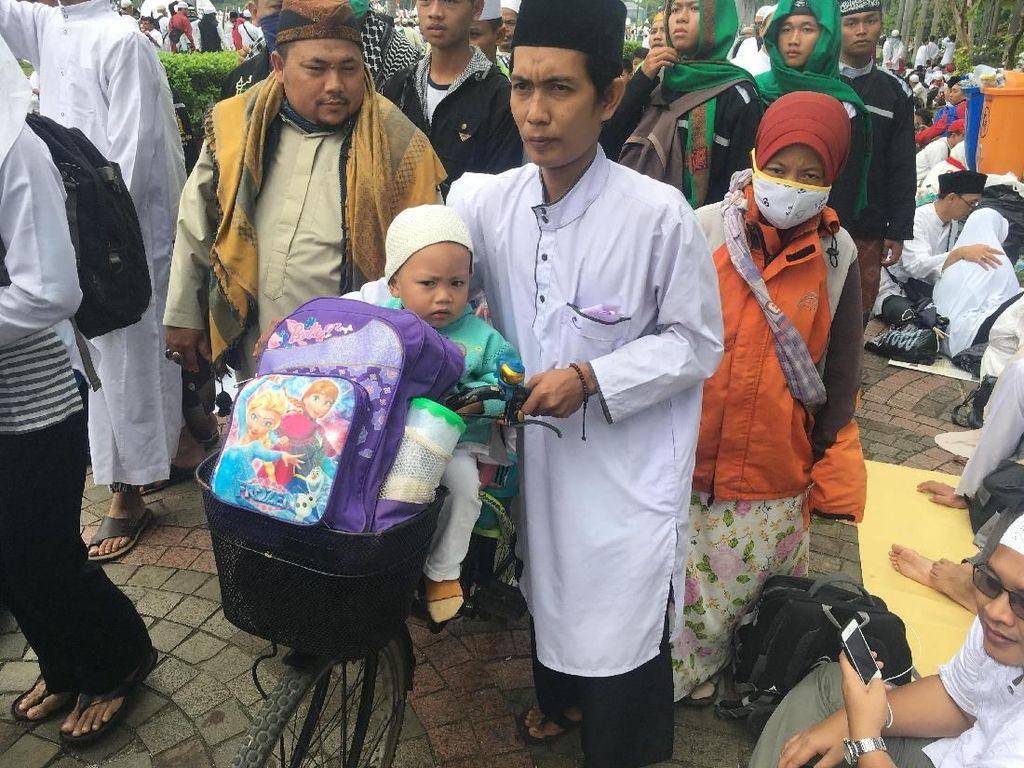 Kisah Amirudin Ajak Anak-Istri Bersepeda dari Tangerang ke Reuni 212