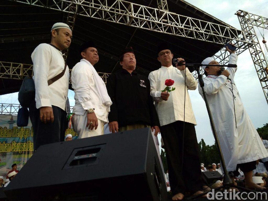 Pidato dan Bunga dari Anies Baswedan di Reuni 212 Monas