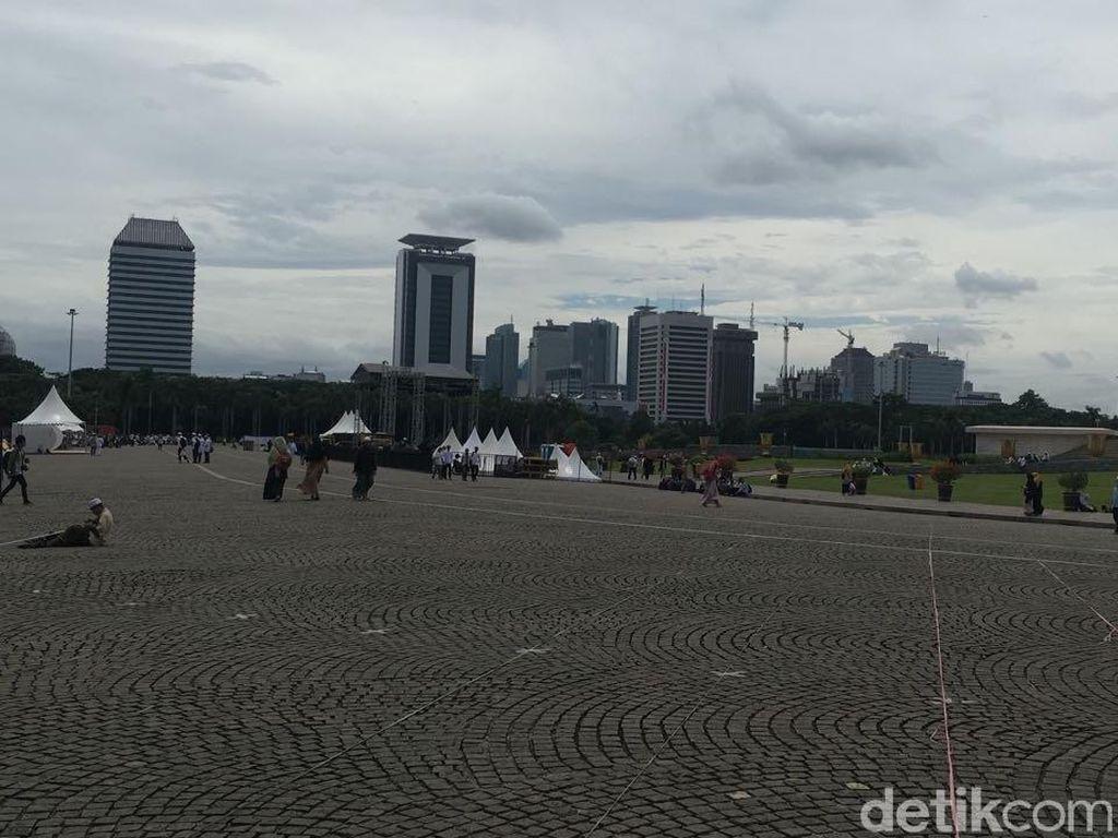 Foto: Usai Reuni 212, Lapangan Monas Bersih