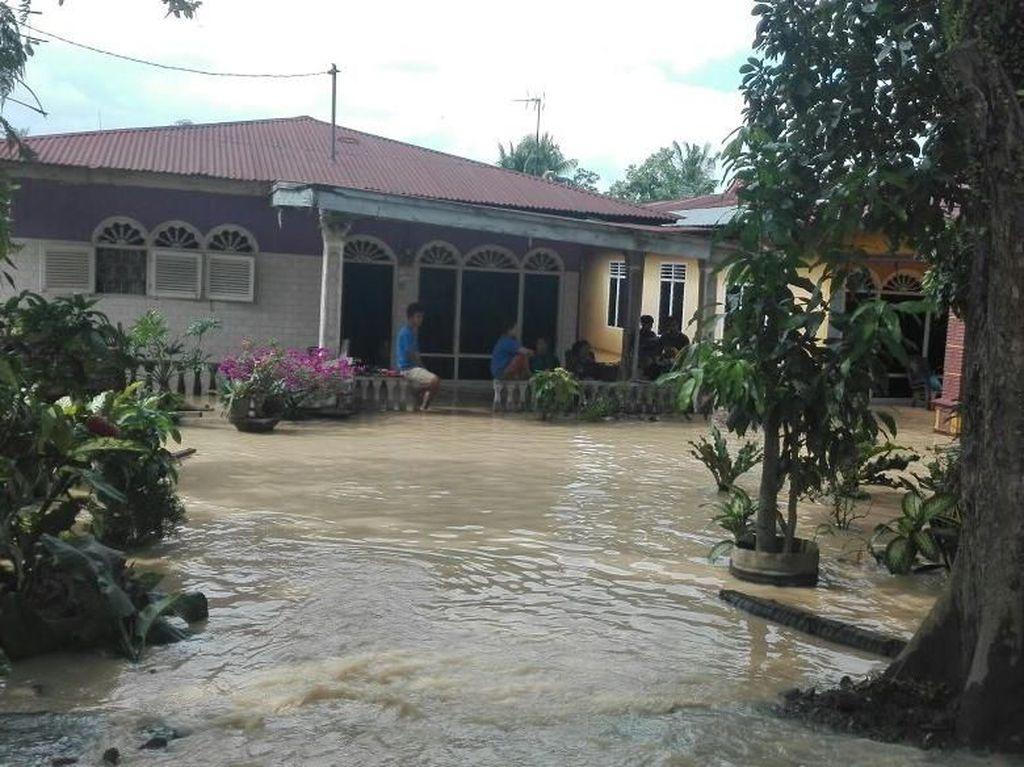 Banjir di Tebing Tinggi Perlahan Surut, Pemkot Salurkan Bantuan