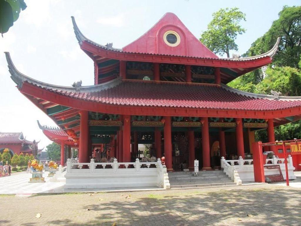 Long Weekend di Semarang, Kunjungi Klenteng Megah Ini